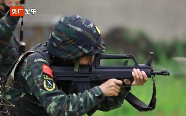 霸气!武警特战女兵的训练日常
